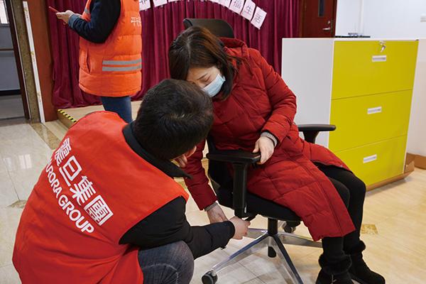 震旦志愿者组装人体工学椅