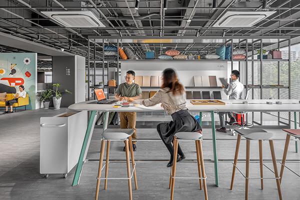 圆润的Hub开放式会议桌,让同仁协作更加方便、自由。